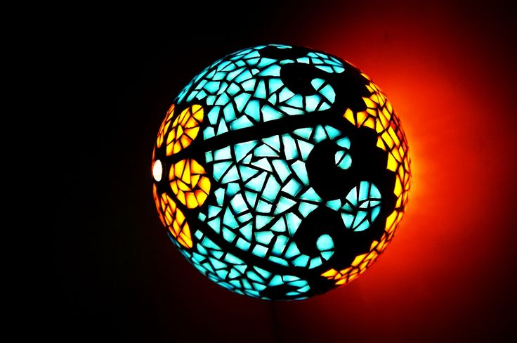 """Csipke"" mozaik hangulatlámpa by http://www.breslo.hu/item/Csipke-mozaik-hangulatlampa_10015"