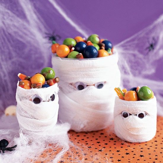 Mummies Love Candy  Make a spooky candy dish with plastic water bottles, gauze, and googly eyes