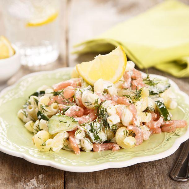 Salade de coquillettes au concombre et saumon