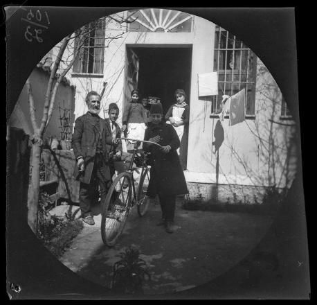Bu fotoğrafları iki Amerikalı genç 125 yıl önce çekti... İşte 1891'in İstanbul'unda yaşayan bir doktor ve ailesi..