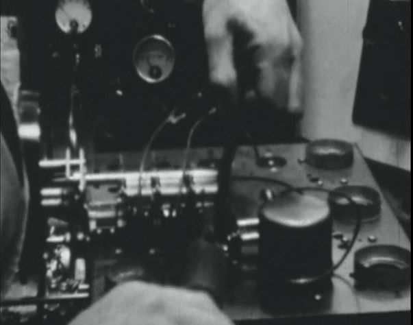[Click to view film] Assembling a Radiola radio receiver : a Jack Platt film. More information on film content can be found on the SLWA catalogue http://encore.slwa.wa.gov.au/iii/encore/record/C__Rb1565857