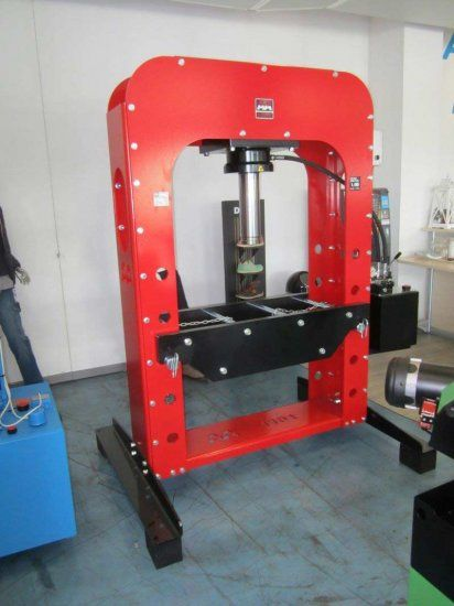 Pressa idraulica motorizzata 110 TON AxA Group