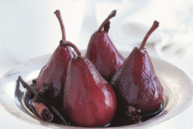 If+you're+celebrating+Christmas+in+July+-+or+even+if+you're+not+-+these+beautifully+spiced+pears+make+the+perfect+winter+dessert.