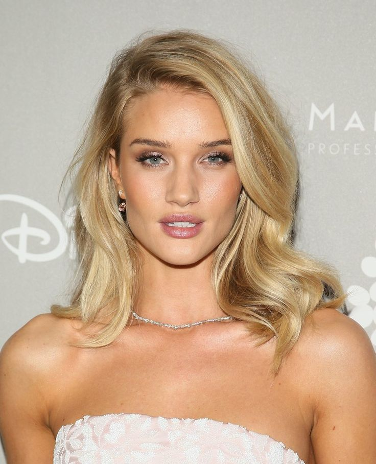 The Best Photos of Rosie Huntington-Whiteley's Hair | POPSUGAR Beauty UK