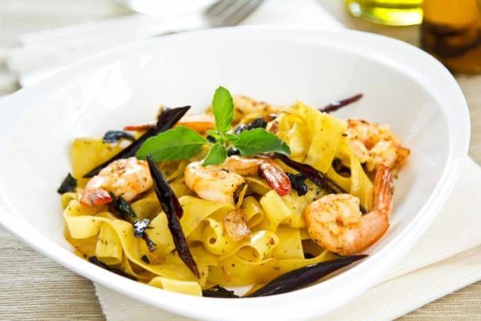 Tagliatelle con gamberi, zucchine e limone #Star #pasta #tagliatelle #gamberi #zucchine #limone #ricette #food #recipes