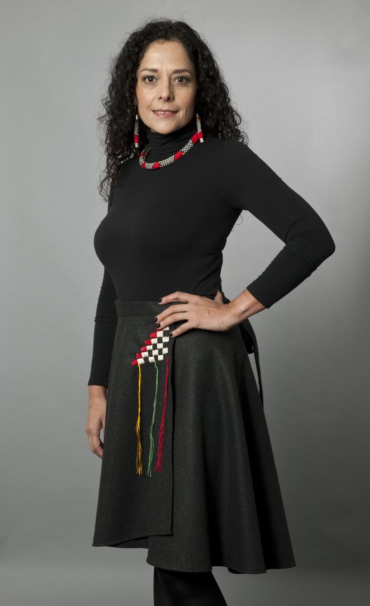 "Wool Fabric Skirt and Checkered Unku Inka Set/Falda de paño de lana y conjunto ""Unku Inka ajedrezado"""
