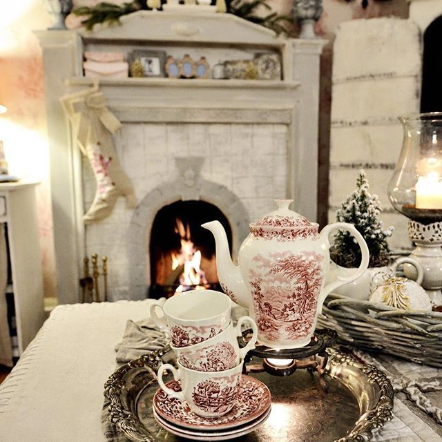 Wieczorna herbatka, przyjemne ciepło od kominka, czego chcieć więcej...