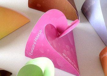 #Segnaposto per #Matrimonio, disponibili in vari colori e personalizzabili online, senza installare software. Si può personalizzare anche ogni segnaposto col nome della famiglia, invitato etc. solo su http://www.isegnaposto.com
