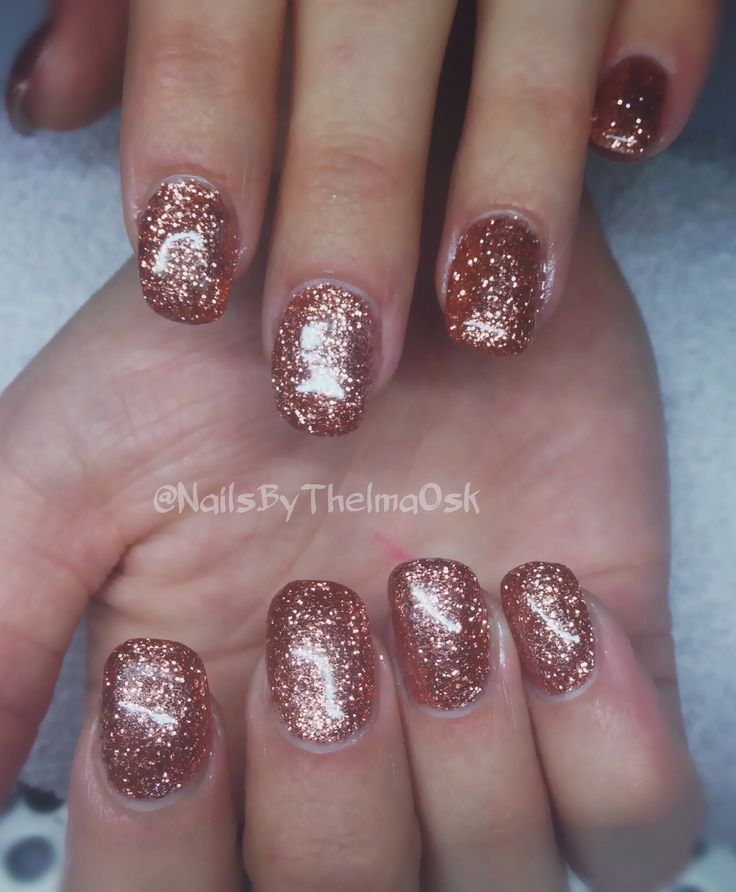 Rose gold / copper glitter xmas and new years eve glitter gel nails // @NailsByThelmaOsk