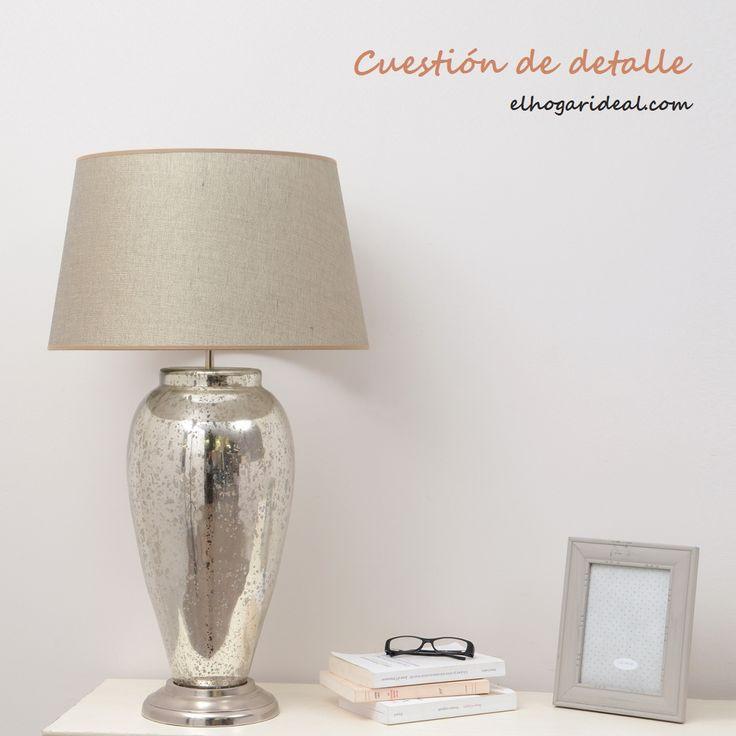 Lámpara de mesa con un original pie de cristal tratado y tulipa de lino en tono natural. http://elhogarideal.com/es/iluminacion/1077-lampara-de-lectura-clitman.html#.VjZ0aPkve1s