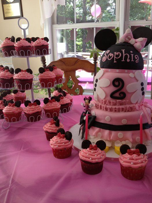 Minnie Mouse birthday cake and cupcakes!