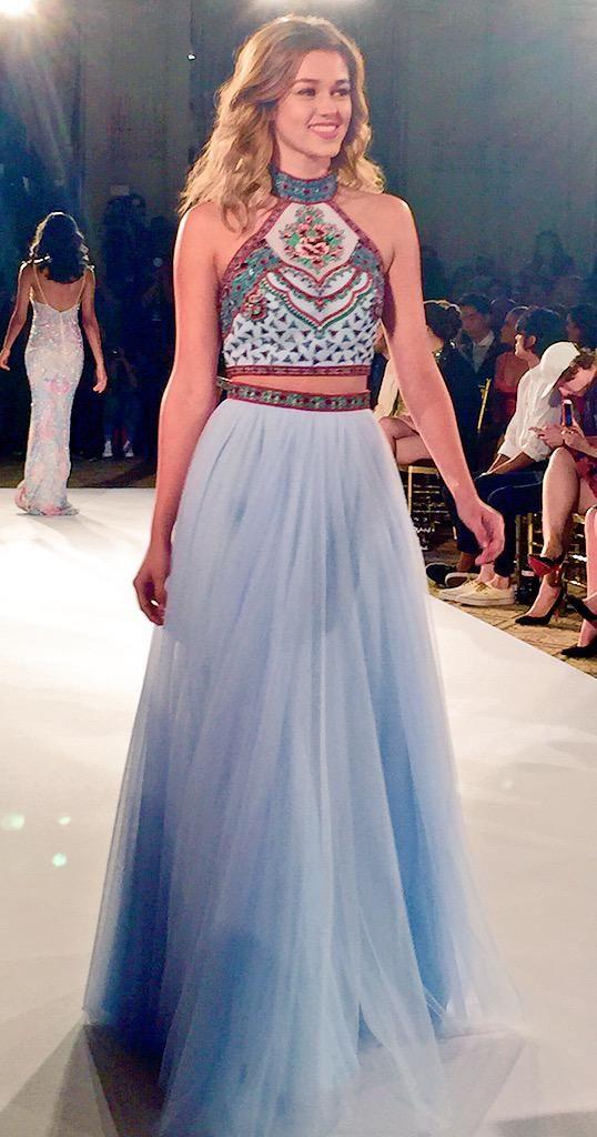 Such a cute dress!! NYFW Sadie Robertson