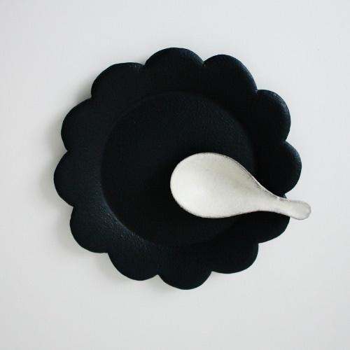 加藤 益造花皿 / 黒 - taste and touch ウェブショップ