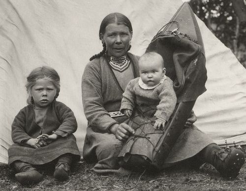 Residents of Bear Island • Swedish Sami mother and children from Jämtland early 1900