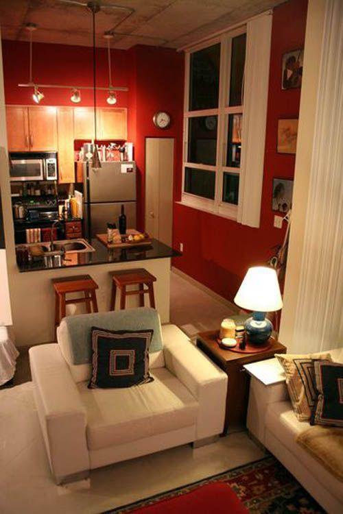 Кухня с красными стенами.