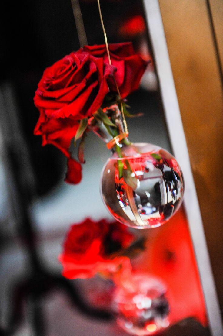d coration de tables fleurs suspendues pipettes rose rouge dor mariage pinterest. Black Bedroom Furniture Sets. Home Design Ideas