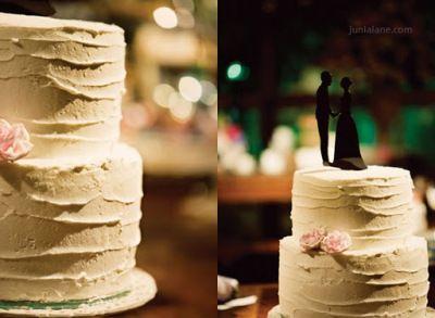 Bolo de casamento com cobertura de chantilly | Acesse: www.embrevecasadinhos.com.br