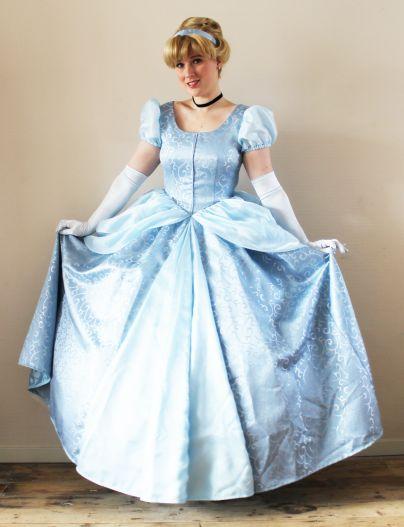 Eén van de bekendste sprookjes aller tijden: Assepoester. Het verhaal hoe ze haar muiltje verloor en met de prins trouwde komt ze graag vertellen in haar schitterende lichtblauwe baljurk. Bij ieder…
