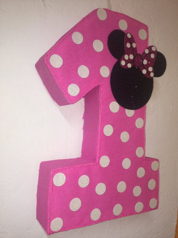 piñata de numero 1 de Minnie mouse 26 x 15 x 5 The piñata can holds 5 to 6 lbs The piñatas are made to order We ship the piñatas by UPS 7 business days, Youll receive a pinata between 12-14 days If you live in Hawaii, Puerto Rico or Alaska, please contact us before making your purchase We ship the orders to the home address, make sure your address is correct in the etsy check out
