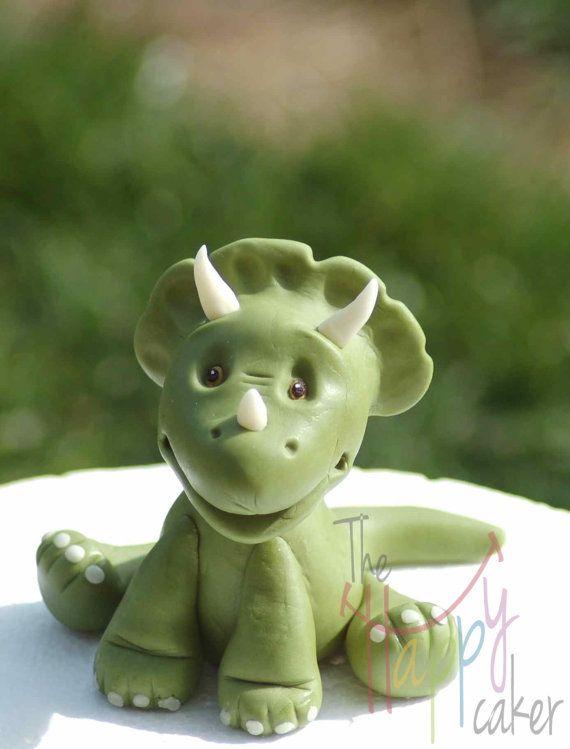 Torta de pastillaje fondant Triceratops/dinosaurio por HappyCaker