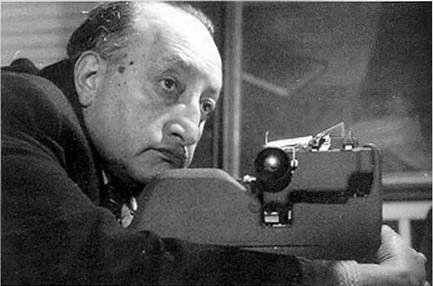 Miguel Ángel Asturias de Guatemala haya usado el realismo mágico en sus obras. El fue un escritor, periodista y diplomático