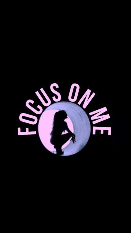 Focus on me! Eu sou apaixonada por esse clipe, apaixonada por essa música! O cabelo da Ari nesse clipe é um dos meus favoritos de longe, o roxo deu um destaque para os olhos e o rosto dela. Alguma Arianator aqui pessoas?