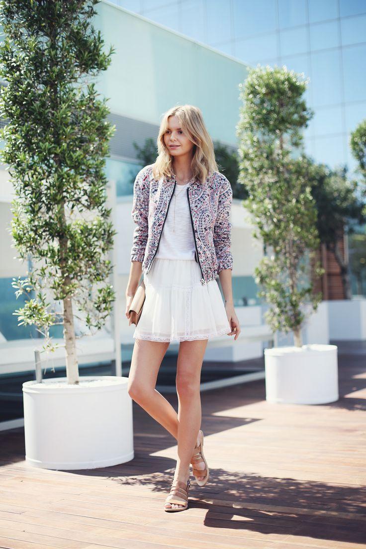 花柄のブルゾンにはガーリーな白コーデを♡優しい印象です♡クールなブルゾンコーデ☆スタイル・ファッションの参考に♡