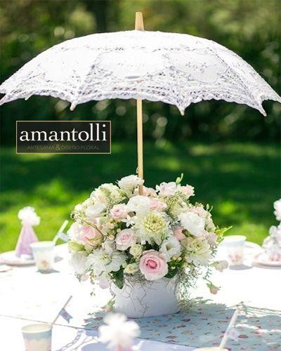 #Centrodemesa #vintage en tonos blancos con sombrilla www.amantolli.mx