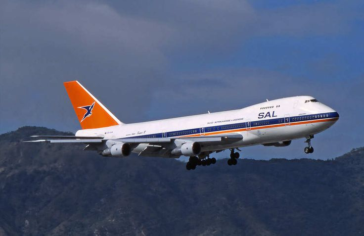 SouthAfrican Airways 747-200 makes it look easy on finals for Kai Tak in 1996 -  Gerry McLaughlin