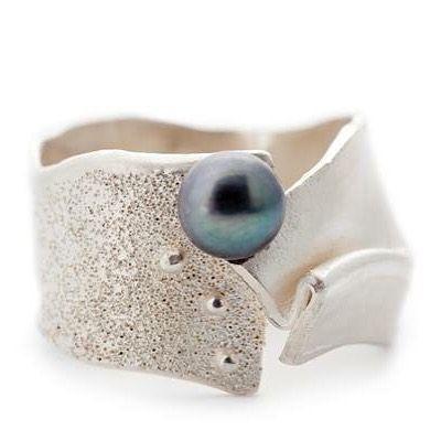 Unieke ring in zilver met zwarte parel #wimmeeussengoudsmederij #silver #pearl…                                                                                                                                                     More