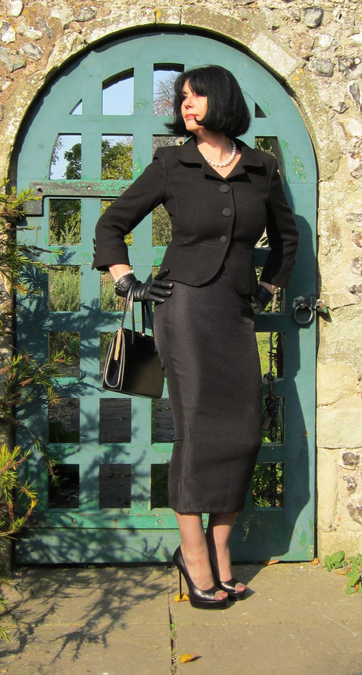 Sarah of RoSa in 1950s style calf-length hobble skirts in black twill suiting