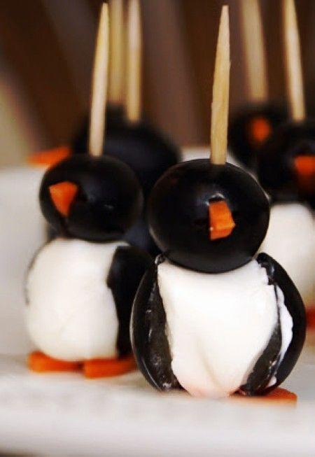 Cute Penguin Christmas Finger Food For Kids #christmas #finger #food www.loveitsomuch.com