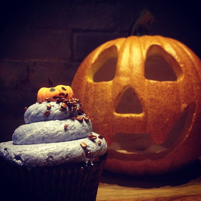 Pumpkin King: Κολοκύθα, μπαχαρικά, βανίλια είναι τα βασικά μας συστατικά στο πλέον κλασσικό cupcake του halloween!