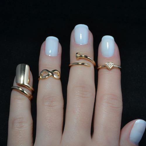 <3: Nails Rings, Nails Art, Pinky Rings, Midi Rings, Gold Nails, Knuckle Rings, Gold Rings, Infinity Rings, Blue Nails