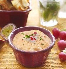 Gemakkelijk recept voor een winterse dipsaus met walnoten. Overheerlijk met bladerdeegstengels, kaas of olijven. Smakelijk!
