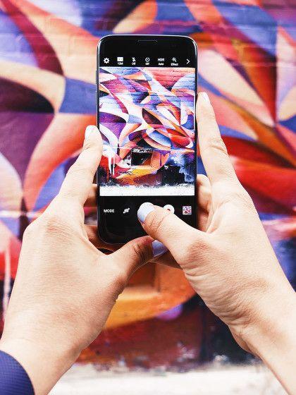 Lass' die schwere Spiegelreflexkamera zu Hause! Mit diesen Tricks machst du die besten Urlaubsaufnahmen mit deinem Smartphone.