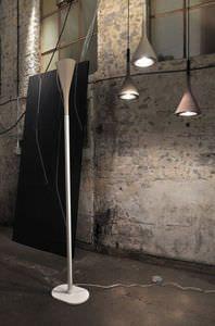 lampe sur pied / contemporaine / en métal / en béton