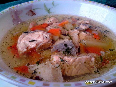 Ароматная и вкусная уха из семги - отличное первое блюдо для праздничного обеда.