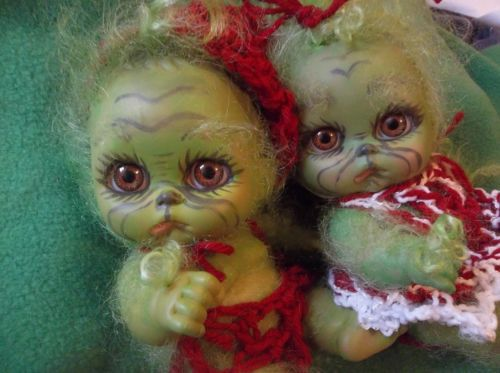 REBORN-TWINS-BABY-GRINCH-AND-Grinchette-MINI-ART-DOLL-OOAK-HOLIDAY-XMAS-NEWBORN