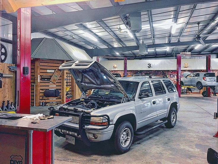 It was a crazy day today rushing to replace my power steering pump and hoses. So gracious to American DIY Garage for the spectacular place to get some real work done out of the elements. If you havent yet check them out! #dodge #durango #1999 #automotivetechnician #mechanics #americandiygarage #powersteering #pump #replacement #fullshop #rent #work #diy #fixityourself