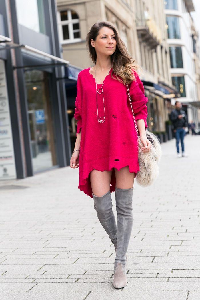 """Was für die einen ein fröhlich pinkfarbener Oversize Pullover im Used Look ist, ist für die anderen """"eine pinkfarbene, von Motten zerfressene Decke""""! :-D"""