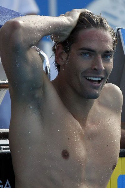 Le nageur Camille Lacourt subjugue les foules avec sa plastique parfaite, son maxi-sourire et ses yeux bleu lagon.