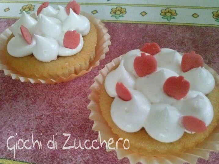 Cupcakes alla pesca - e la forza della musica... http://giochidizucchero.blogspot.it/2013/07/cupcakes-alla-pesca-e-la-forza-della.html