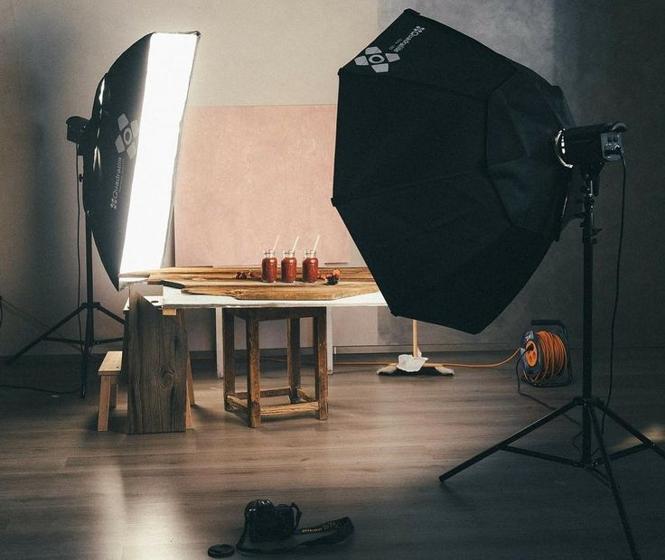 My foodstyling backgrounds are light and easy to use. They weigh only 2.5 kg (2.2 lb) and you can clean them with a damp cloth. They were developed in collaboration with the photo studio Koohna.