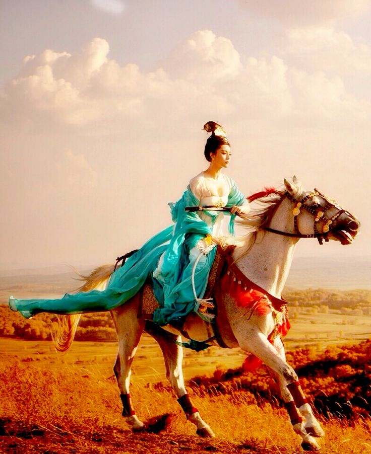 the50-person:  drunkensword:  Fan Bingbing(范冰冰) in upcoming movieYang Gui Fei(楊貴妃)  I like the colour contrast❤️
