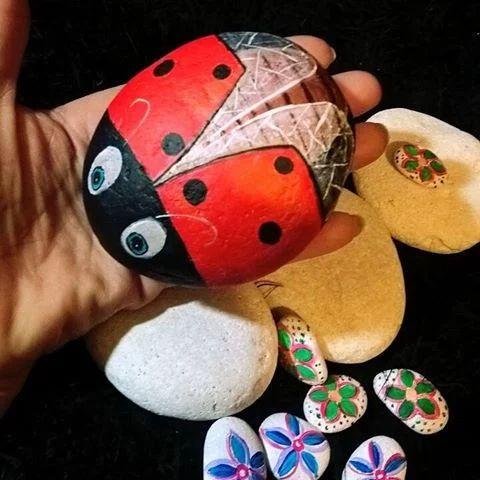 """Impara con noi a dipingere i sassi in modo semplice, creativo e divertente.    Corso di pittura su pietra  #StonePainting @mavvyy    """"Come dipingere una coccinella su un sasso""""    Info e prenotazioni: colouracademybari@gmail.com  www.facebook.com/ColourAcademyBelleArtiBari  Tel: 0805566708    #rockpainting #stoneart #art #ladybug    Colour Academy #fineart #bari #notonlycolours"""