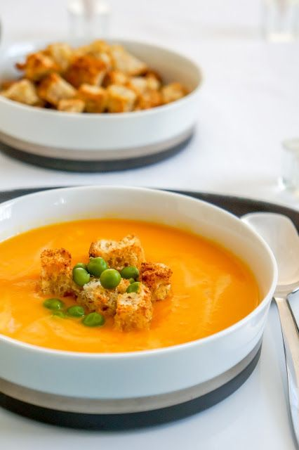 Cream of carrot soup with green peas and garlic croutons | Tera Solara