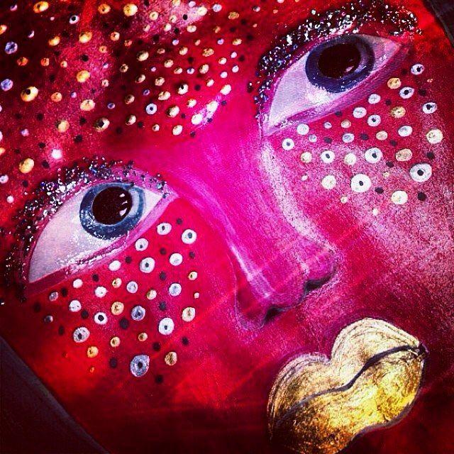 Tavi Makeup:  My old sketch. Creative Face Art✨ #mask#mua#drawing#sketch#bodyart#рисунок#художник#facechart#artist#makeupartist#макияж#визажист#стиль#стилист#модель#девушка#stylist#красный#paint#глаза#губы#лицо#artwork#творчество#искусство#мода#дизайн#illustration#golden#glitter