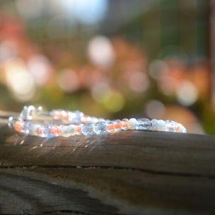Jemný barevný náramek ze skleněných korálků. www.prochazkastylem.cz Colorful bracelet, glass beads.