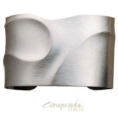 Bracelet in silver inspired by the forms of La Pedrera in Barcelona